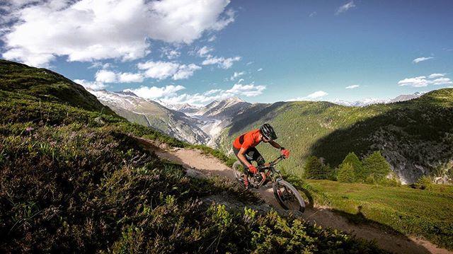 Going through the archive until I get the parts to fix my bike. Good, fresh memories! . . #mountainbike #freeride #mtb #singletrail #outdoor #goprohero6 #mtbnation #mtblife #enduromtb #plabtbasedathlete #MountainBiking #mtblove #instamtb #lifebehindbars #alps #mtbswitzerland #enduro #mountainbikinglife #flowtrail #lifeofadventure #liveoutdoors #makemoments #simplyadventure #bikemagazin #adventuretillwedie #welivetoexplore #neverstopexploring #wallis #aletschgletscher