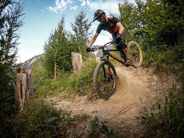 After a few evening runs in the @alpenbikepark and the Juchs-Trail at the end, I am happy to report: I put my bike back together in the correct order. 🛠🔩⚙️👍 ... #mountainbike #freeride #mtb #singletrail #outdoor #goprohero6 #mtbnation #mtblife #enduromtb #plantbasedathlete #MountainBiking #mtblove #instamtb #lifebehindbars #mtbswitzerland #enduro #mountainbikinglife #flowtrail #lifeofadventure #liveoutdoors #makemoments #simplyadventure #bikemagazin #adventuretillwedie #welivetoexplore #neverstopexploring #alpenbikepark #chur #juchs