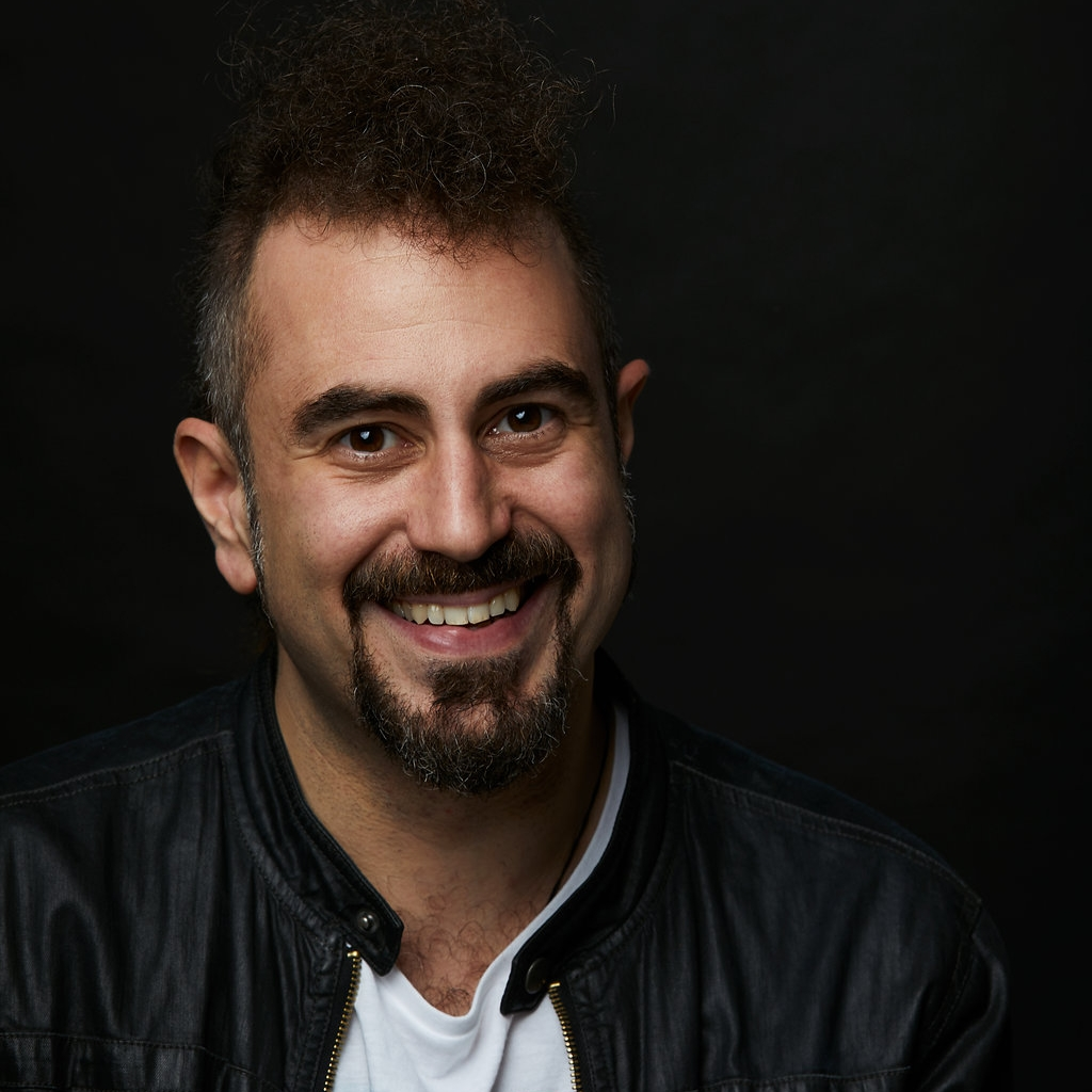 Faris Yakob Headshot 2018.jpg