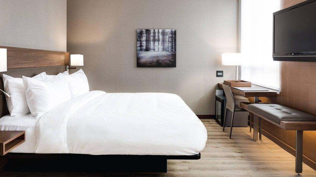 nyclf-guestroom-3883-hor-wide.jpg