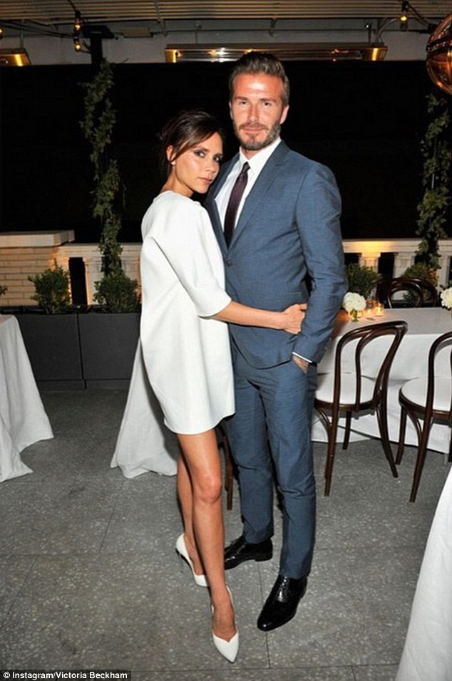 279C086C00000578-3040910-Loved_up_Victoria_Beckham_cosied_up_to_her_husband_David_as_they-a-127_1429141404490.jpg
