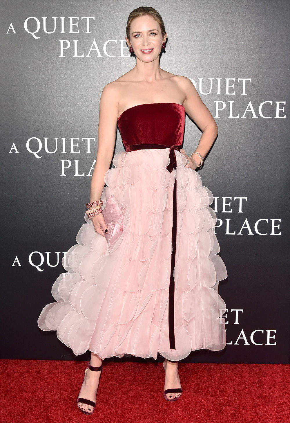 emily_blunt_in_oscar_de_la_renta_for_a_quiet_place_film_premiere.jpg