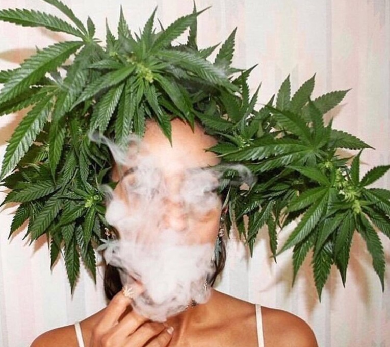 weed crown , women smoking