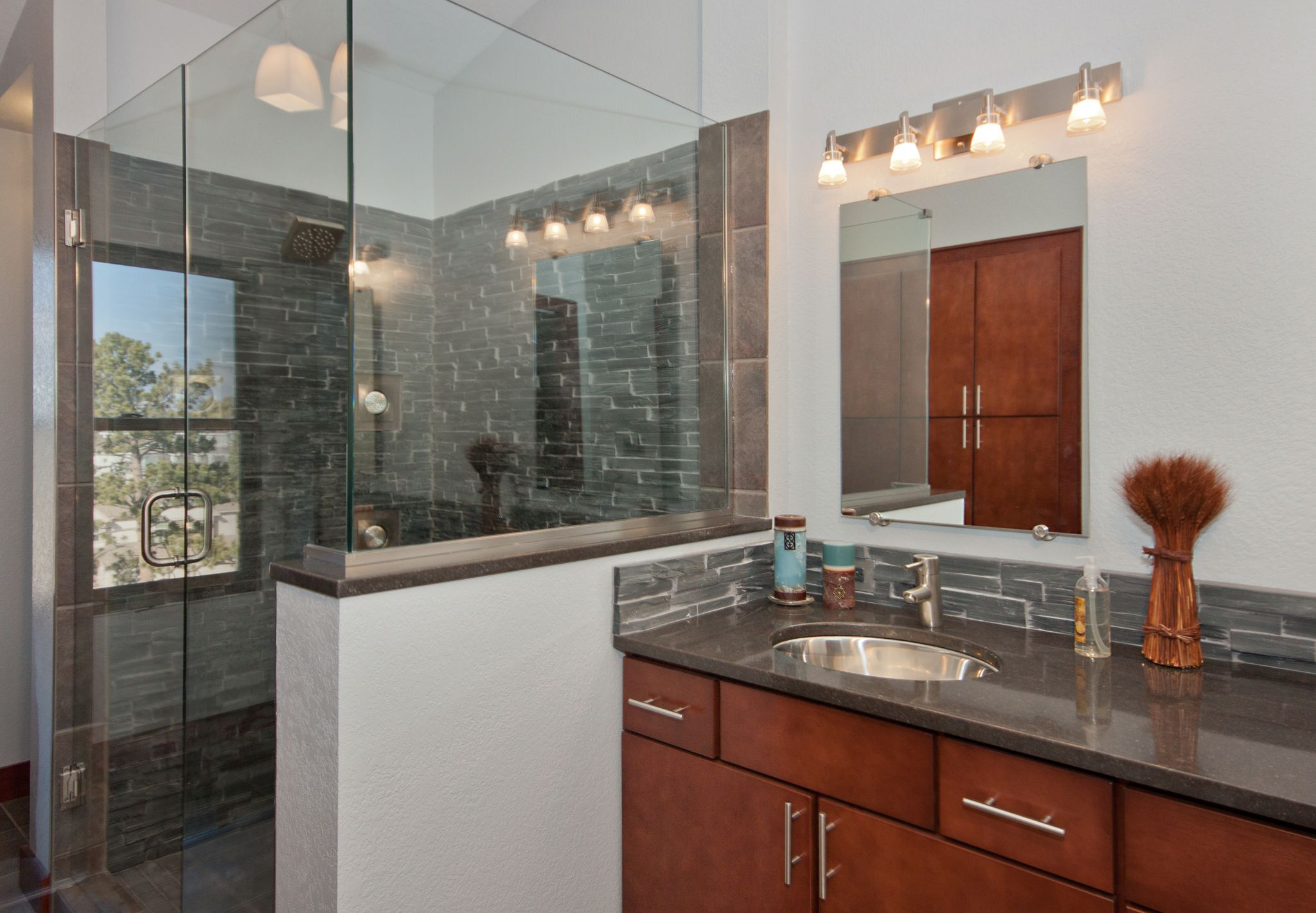Vanity Short View with Shower (2).jpg