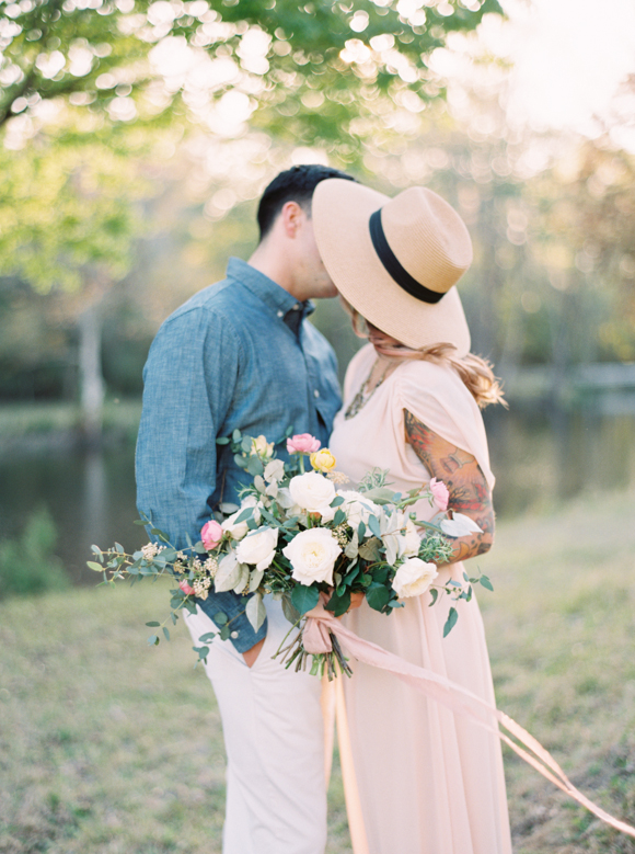 EXAMPLE OF FLORALS FOR ENGAGEMENT SESSION.
