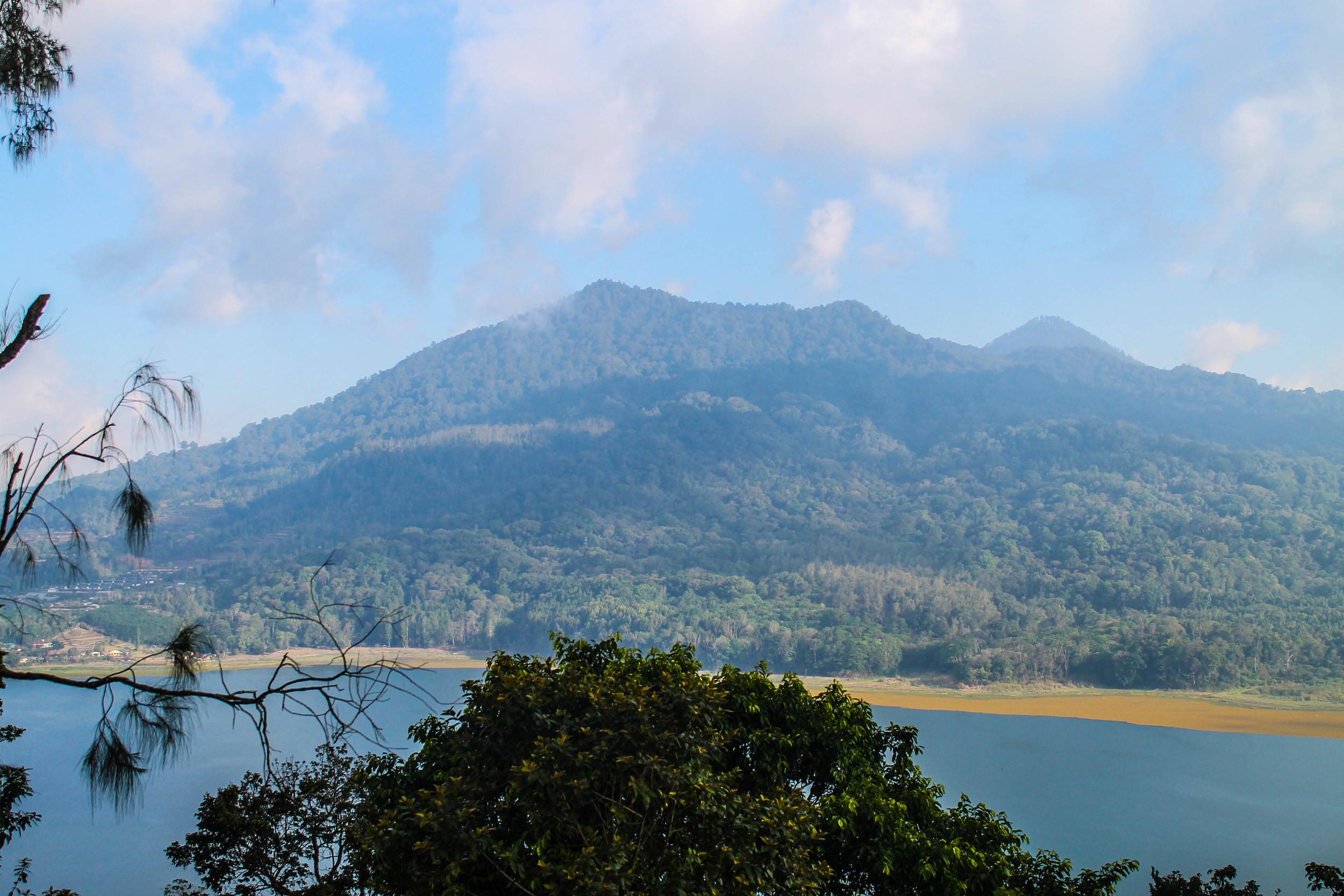 bali-mountain-lake