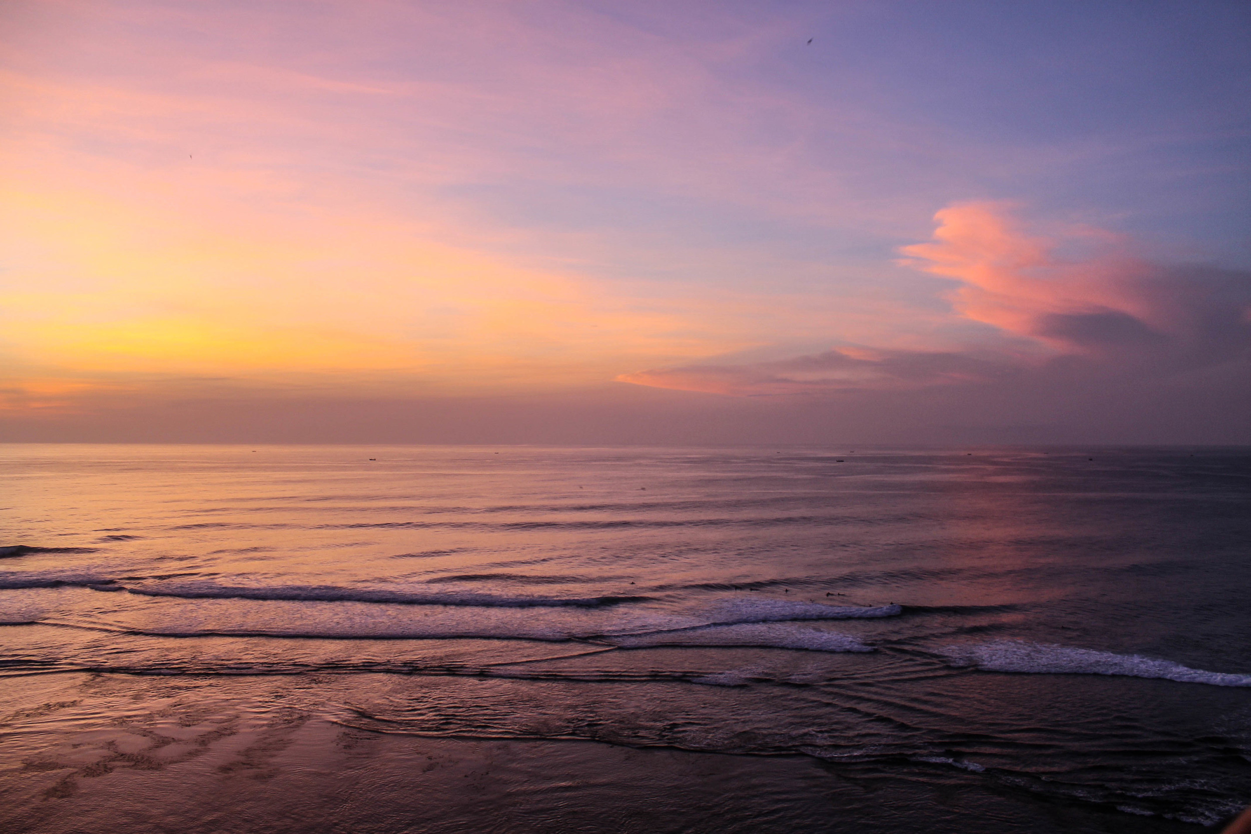 Because you haven't seen enough Bali sunset photos on this blog.