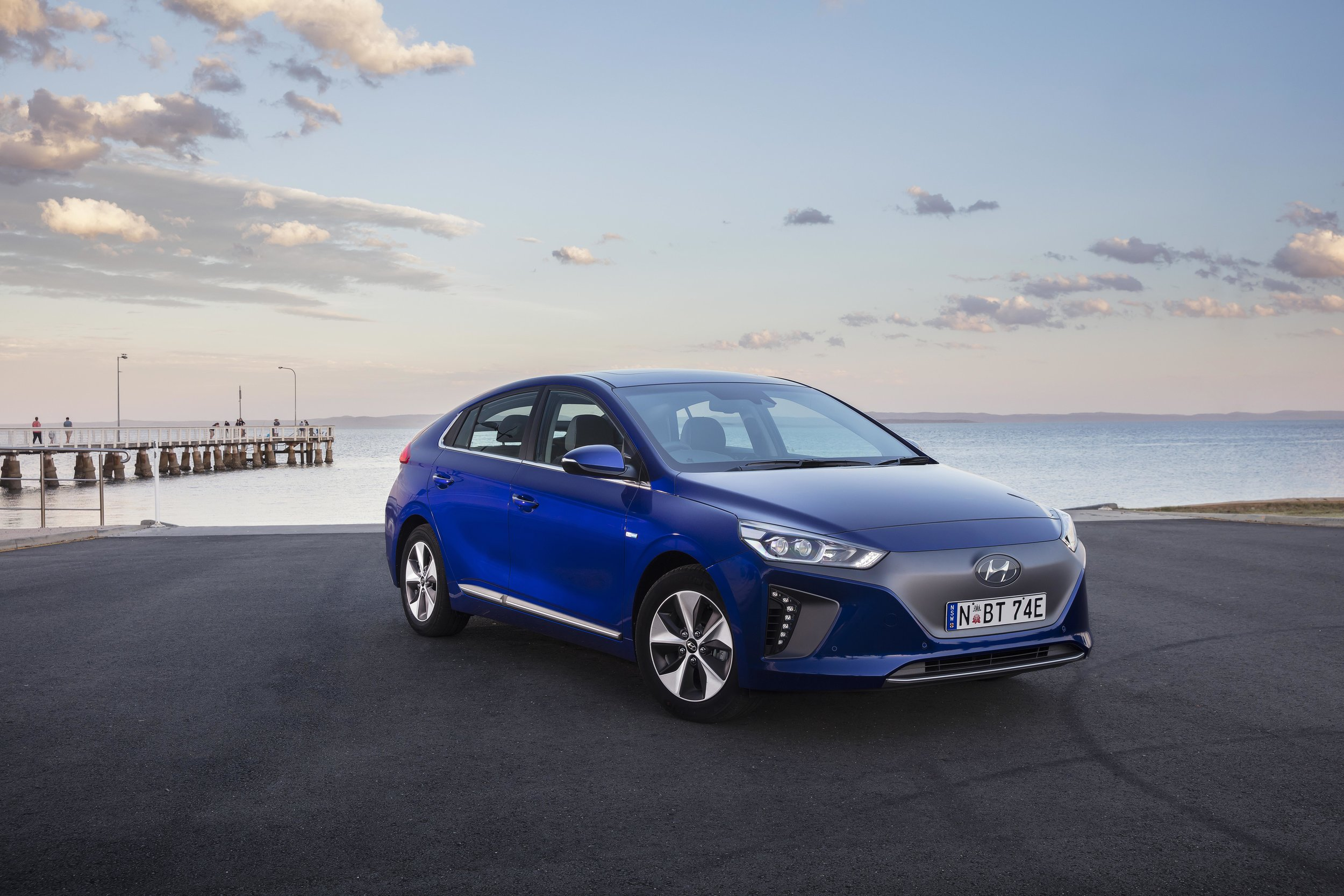 2019 IONIQ Electric Premium - 07.jpg