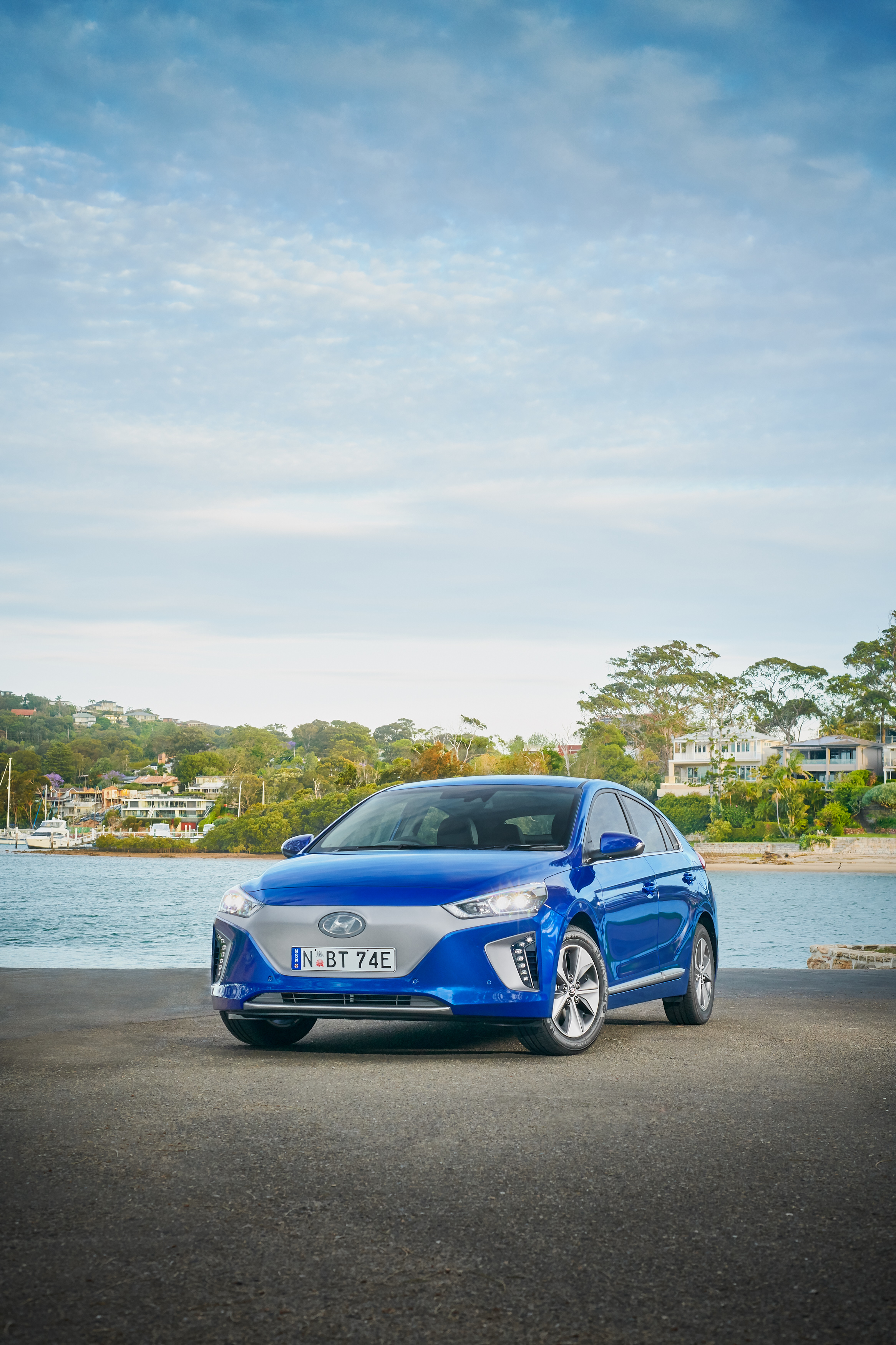2019 IONIQ Electric Premium - 02.jpg