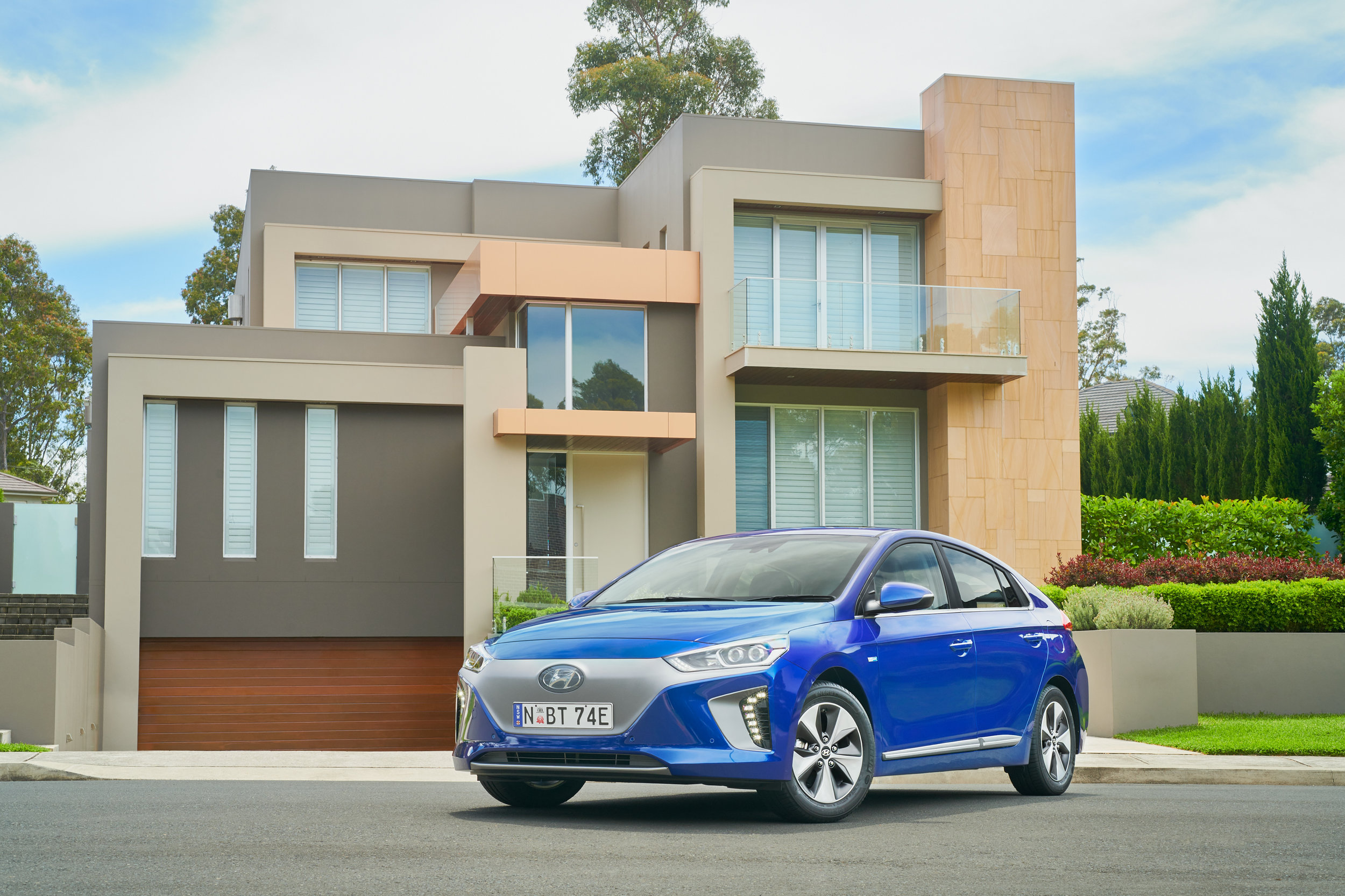 2019 IONIQ Electric Premium - 01.jpg