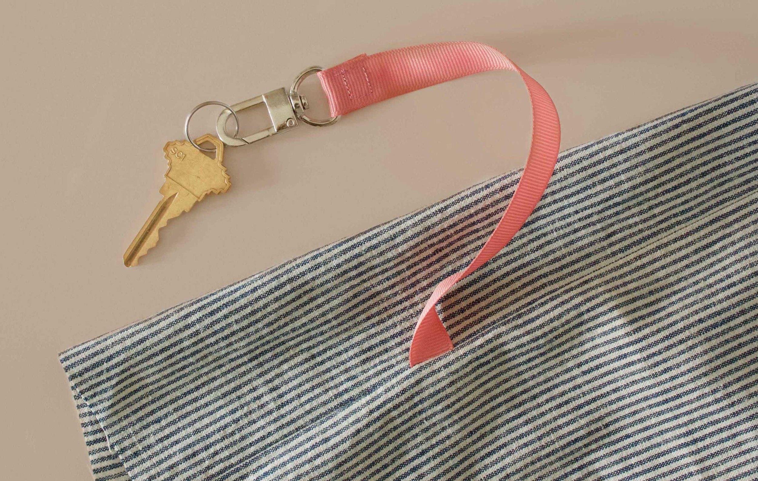 Key leash sewn into side seam of Reversible Tote Bag. Tutorial at threadandwhisk.com