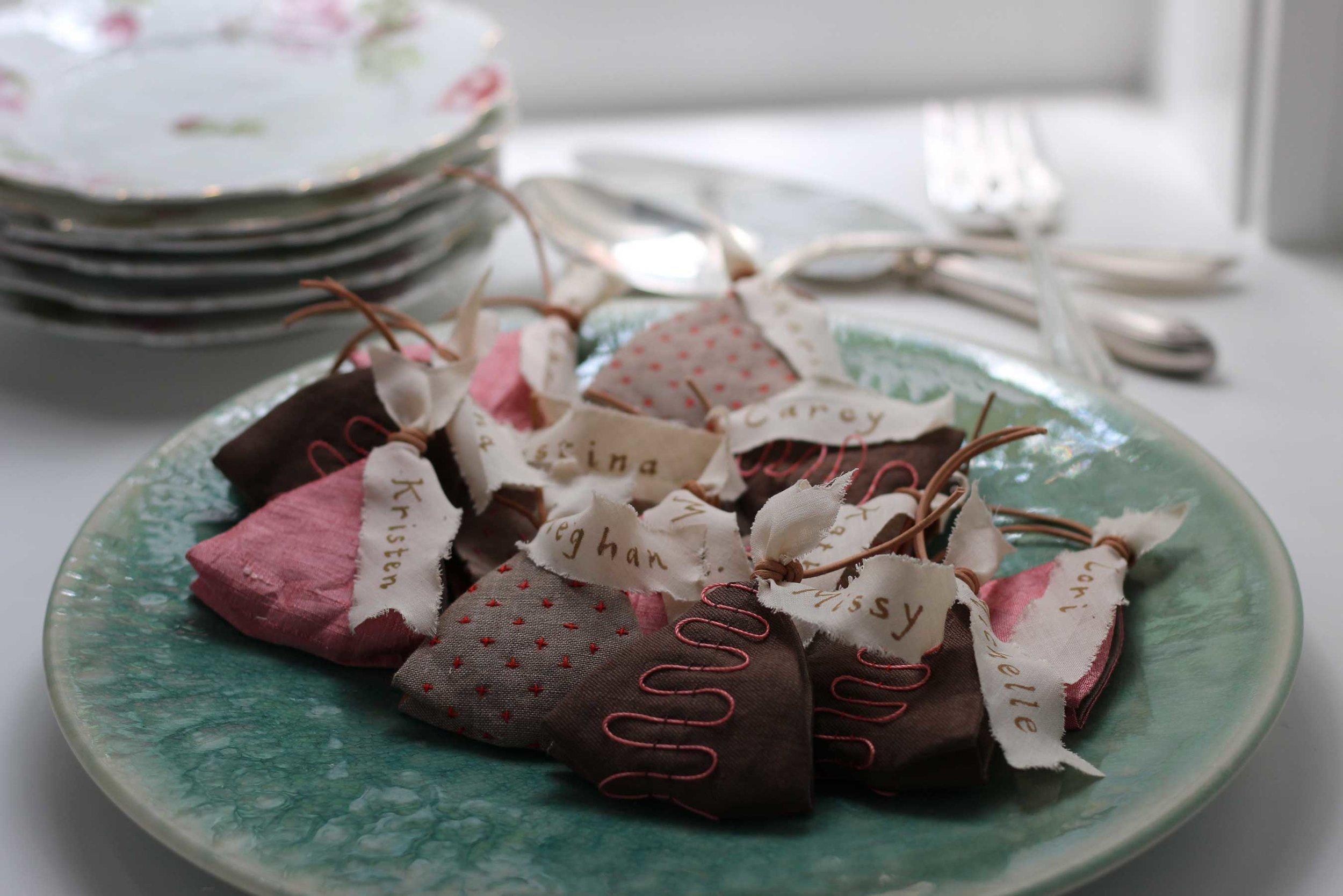 Preparing for a special dinner party with friends. Why not place a hand-stitched sachet at each place setting? Better still, make your own holiday sachet blend with lavender, cinnamon, cardamom, orange peel and minced ginger. Such a happy fragrance.