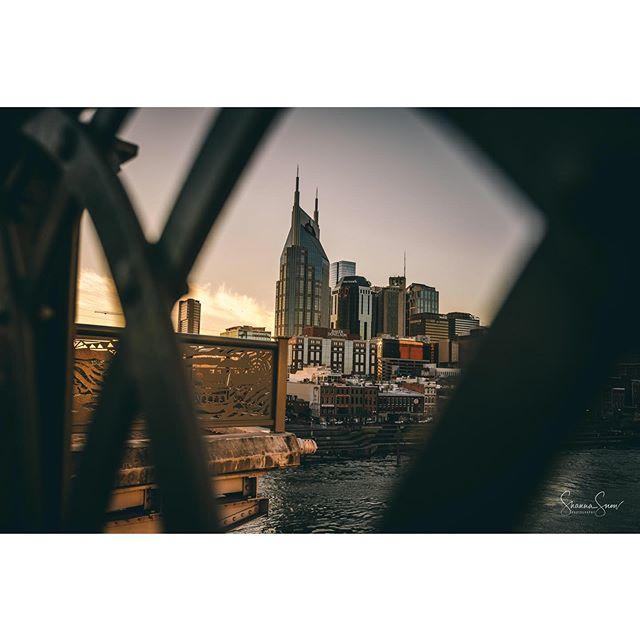 I really do love this city. #batmanbuulding