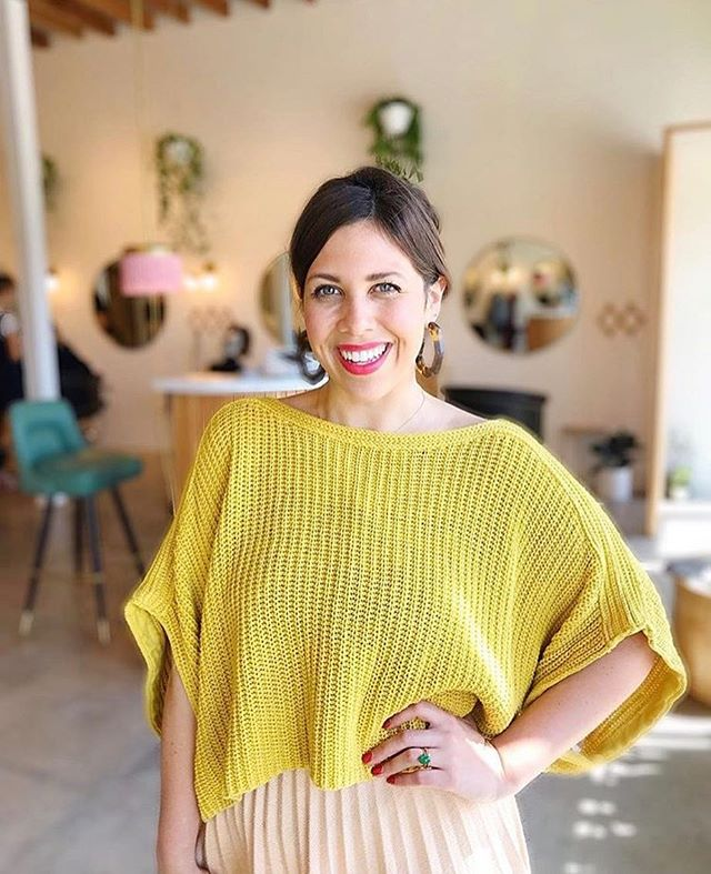 Meet Dessarea Louie, intuitive Stylist at The Harbor Salon! Dessarae believes that the right haircut for a client's unique physical characteristics and personality can spark feelings of self-confidence and self-love.  We agree. 💇♀️💁♀️✂️✨ Check her out at: @dessaraelouie @soulmeetshair @theharborsalon #frameworkcoolclients