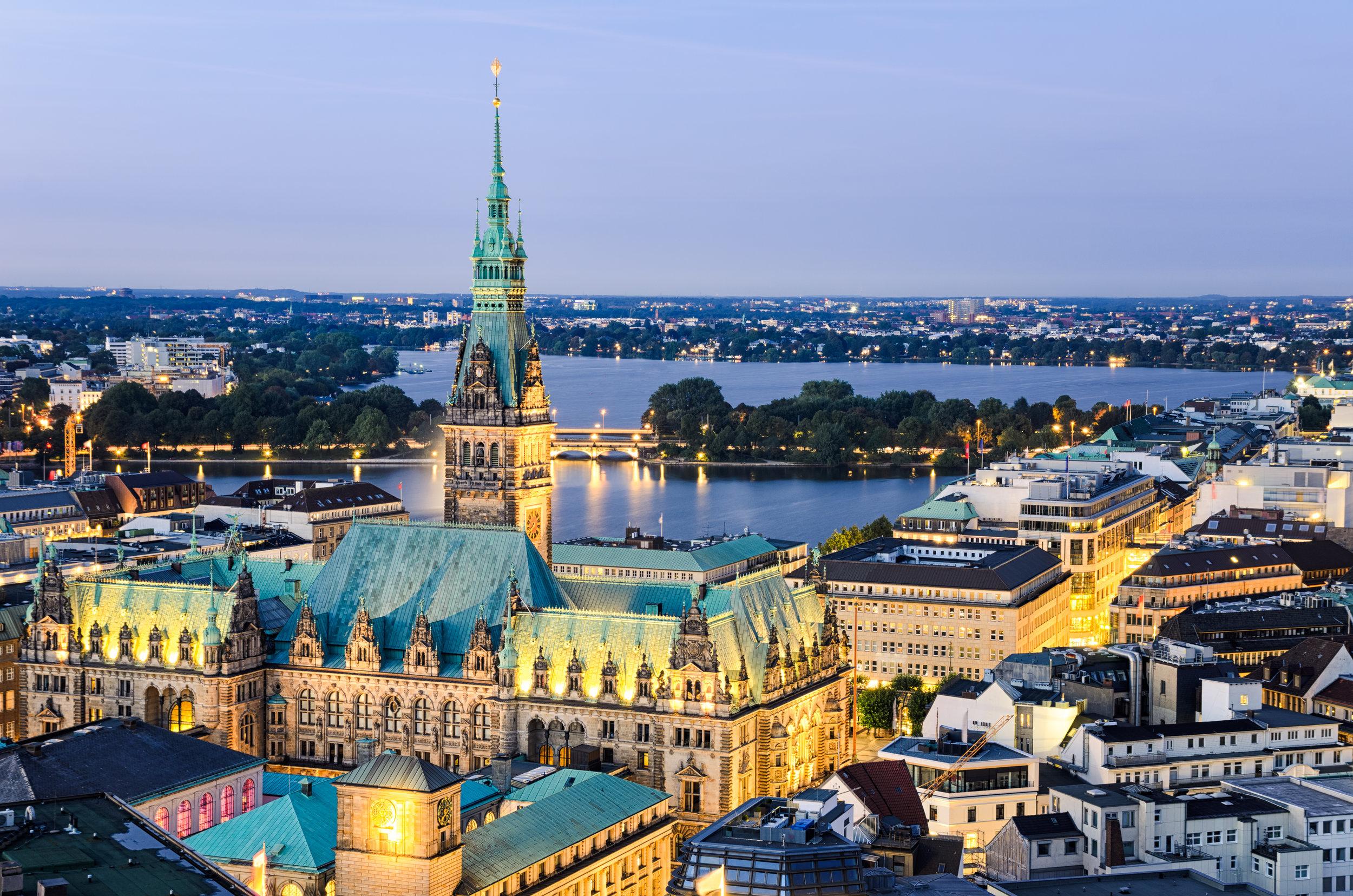 Du bist herzlich eingeladen zu einem unserer Gottesdienste zu kommen oder zu einer unserer Connect Gruppen, die regelmäßig in Hamburg stattfinden. -