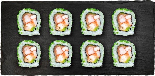 Krebsehaler, laks, avocado, forårsløg og chilimayo rullet i wasabi tobiko.