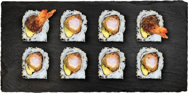 Dybstegt reje, avocado, hvidløgsmayo, teriyaki sauce rullet I hvidløgs sesam.