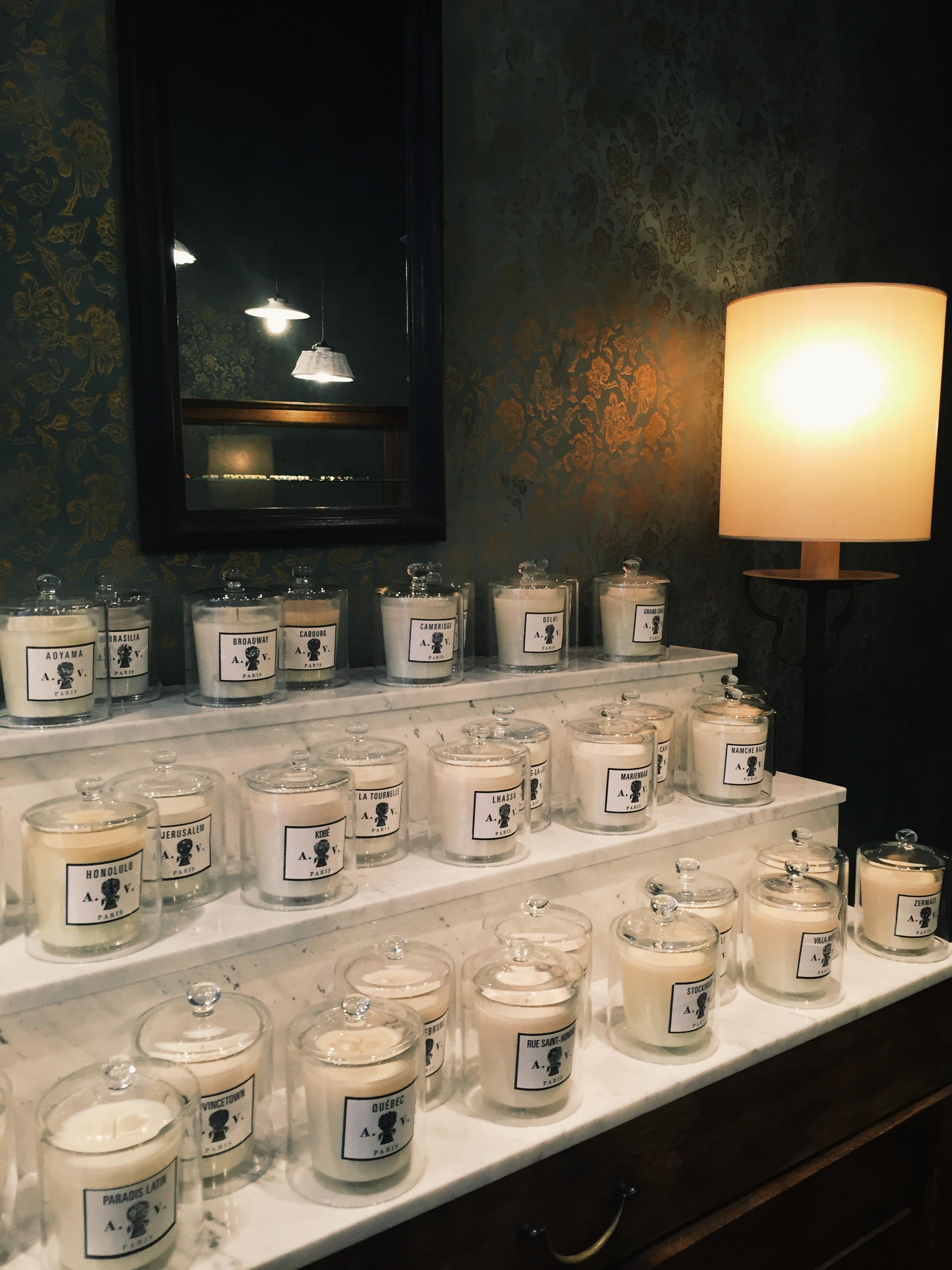 Astier de Villayte 除了碗盤也有香氛蠟燭,特製的香氛希望營造 '家' 的感覺。