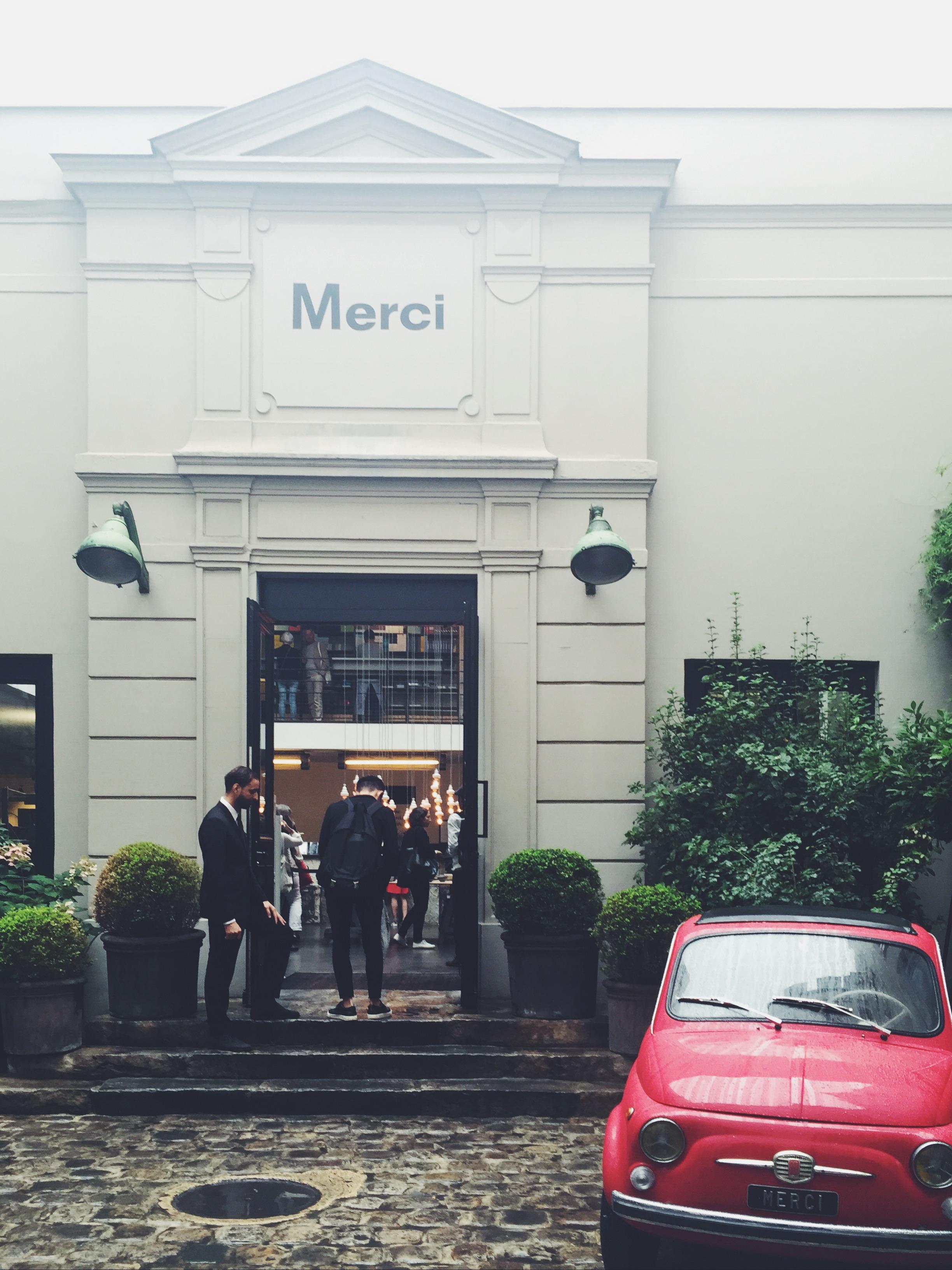 merci門口的車已成為店招牌,也是每個人都會拍的點。