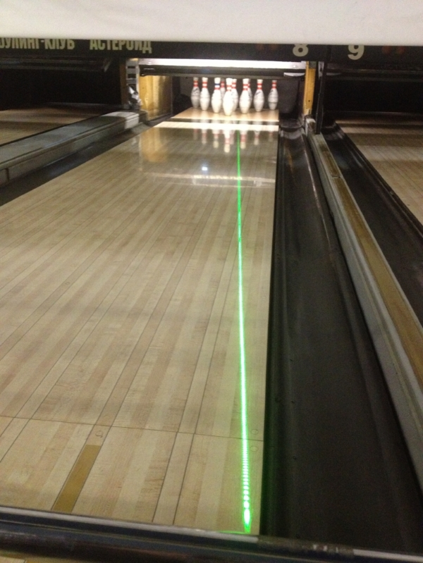 """An entry angle line of 5 degrees """"drawn"""" onto the lane with a green line laser."""