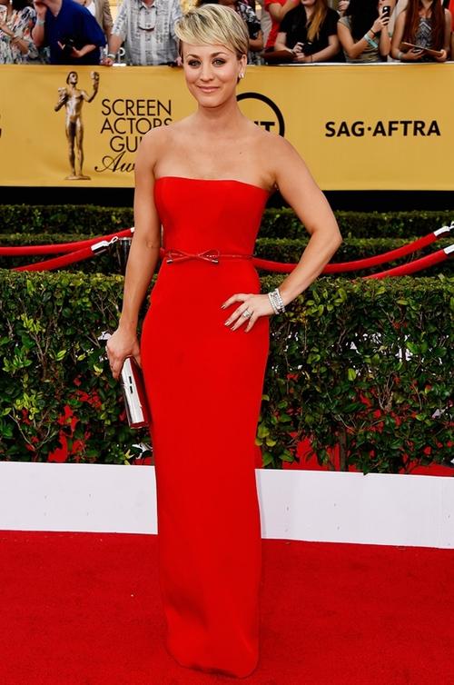 """""""Big Bang Theory"""" Star, Kaley Cuoco in Romona Keveža at the SAG Awards."""