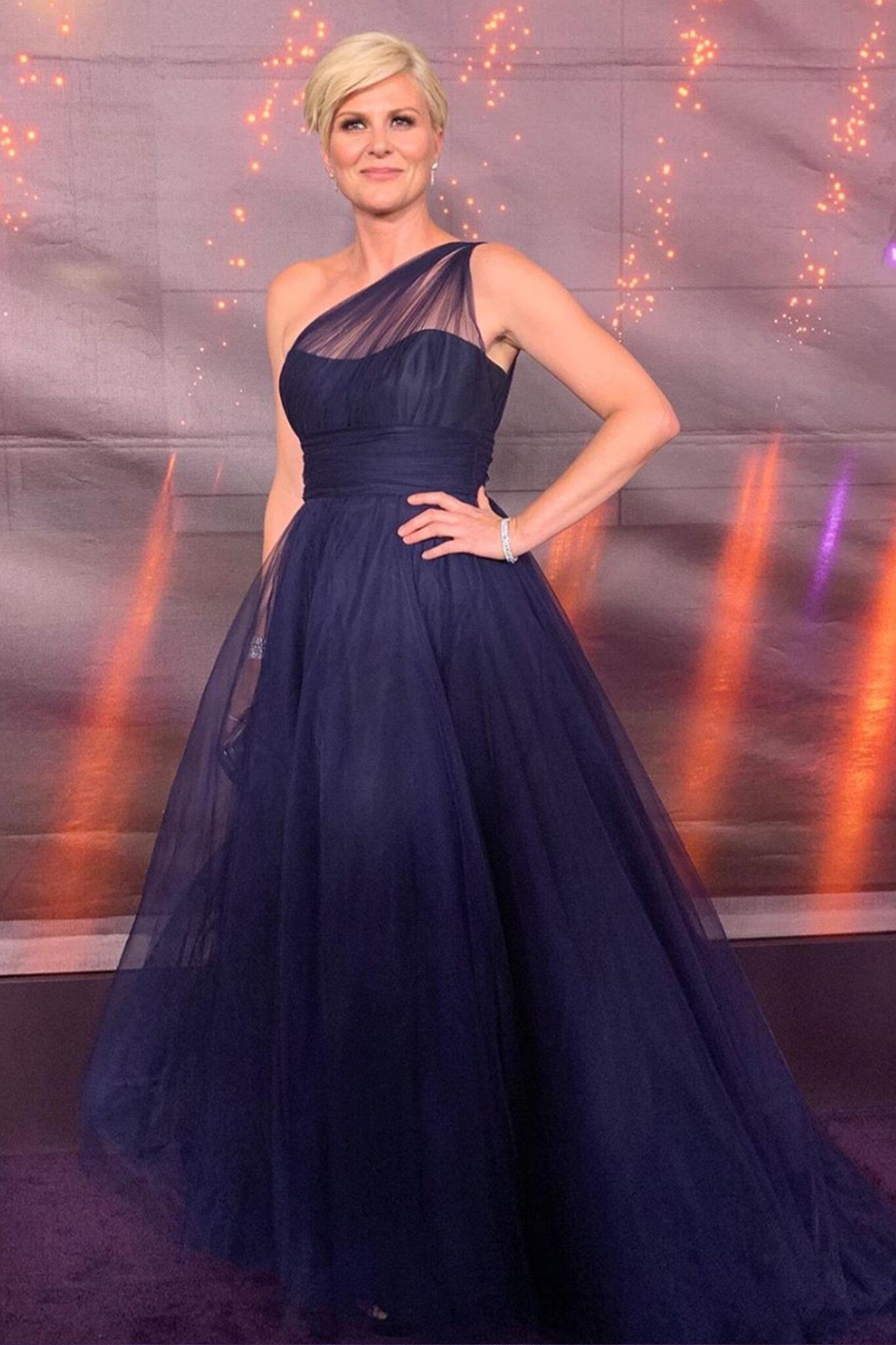 Jennifer Robertson - 71st Annual Primetime Emmy Awards - Solo.jpg