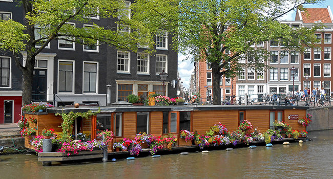 roland-canal-houseboat.jpg
