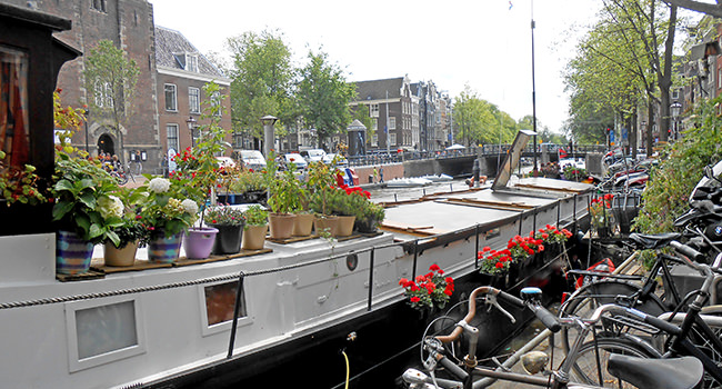 roland-houseboat-canal.jpg