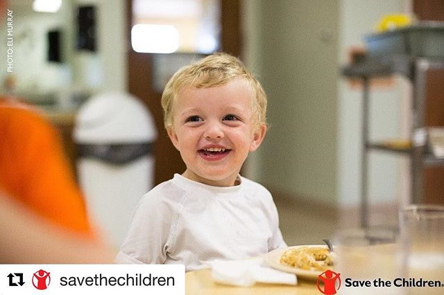 #images4change #children #HeadStart #education #Repost @savethechildren ・・・ Wyatt shares a smile during healthy snack time at one of our Early Head Start program. Nearly 15 million children in the U.S are living in poverty and do not have access to nutritious meals. Our early childhood development program makes sure kids like Wyatt have the nutritious fuel they need in order to succeed in school and set them up for a bright future. Learn more: http://ow.ly/mES930dES3Q