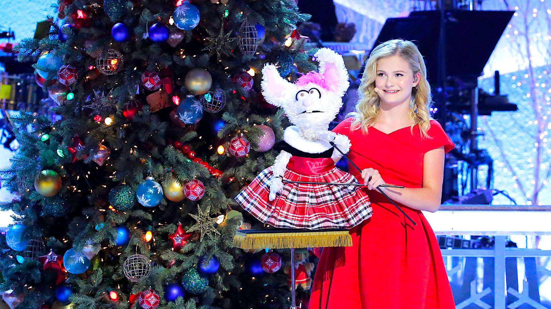 Darci Lynne: My Hometown Christmas - NBC1 hr special with Darci Lynne Farmer, Kristen Chenoweth, Pentatonix and Toby Keith