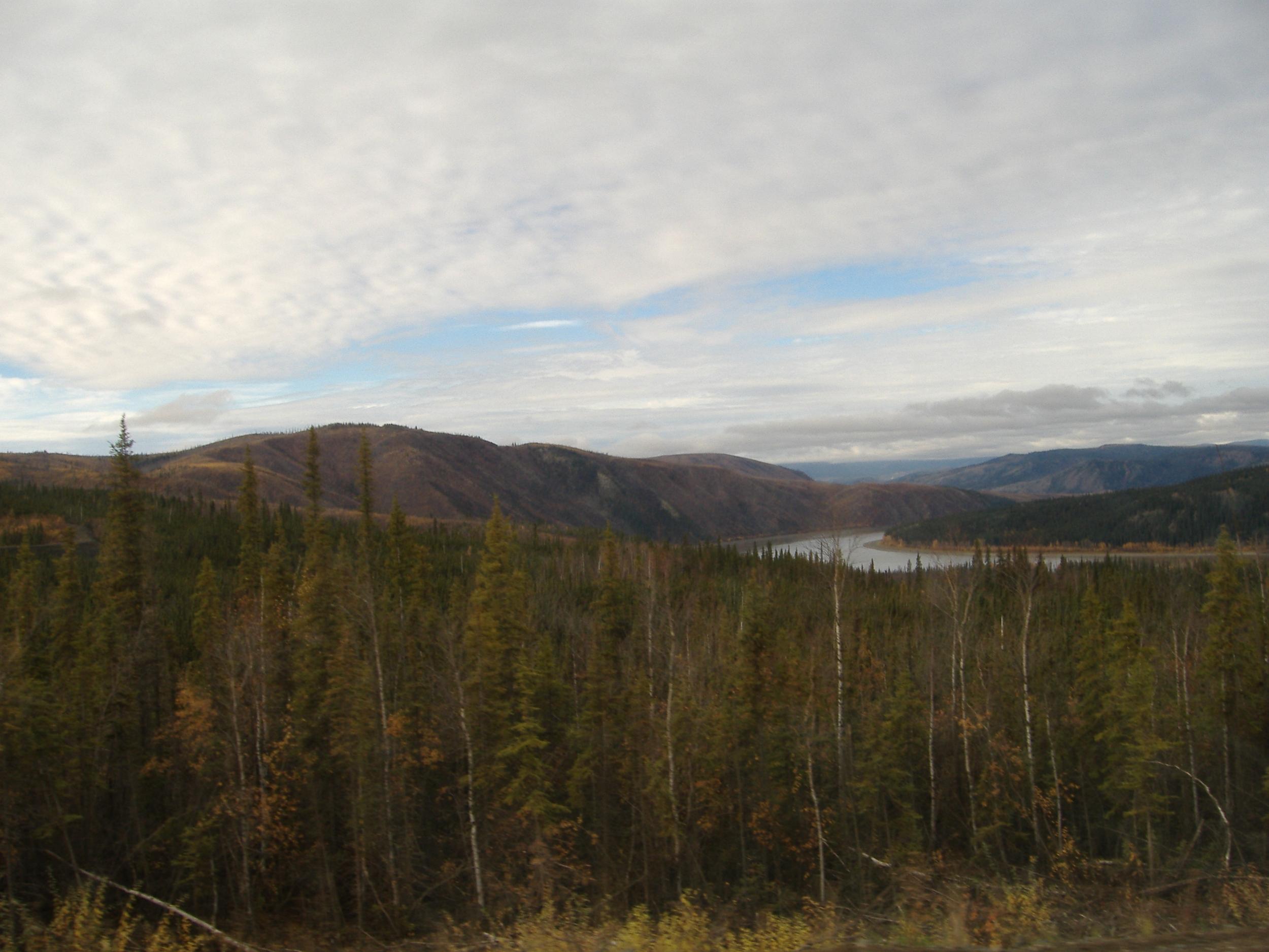 Yukon River from pipeline Bridge.JPG