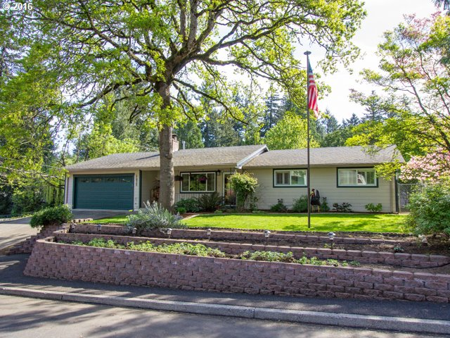 4532 SE Cottonwood Court // $365,000