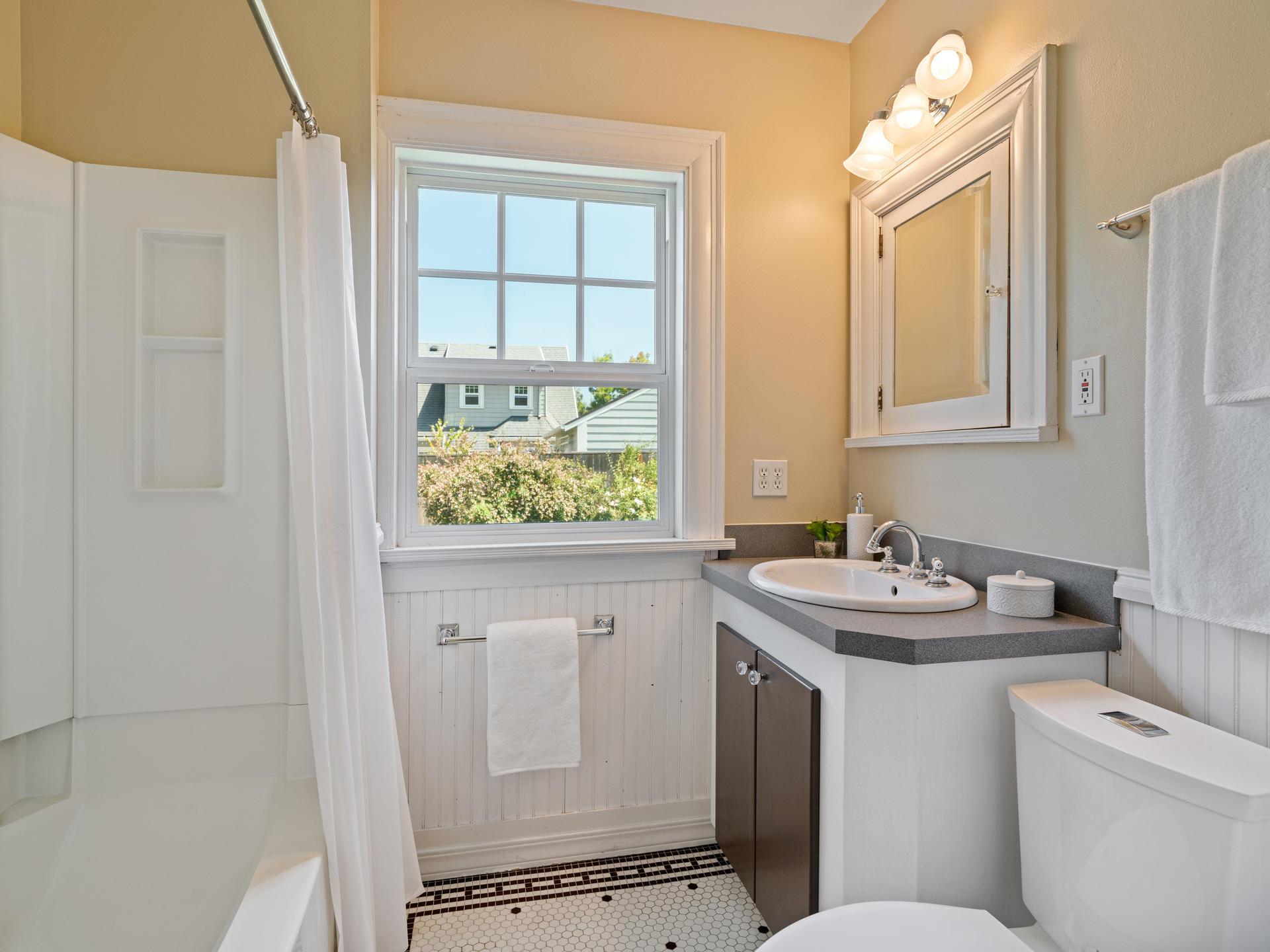 3124 NE 25th Ave Portland OR-023-011-Bathroom-MLS_Size.jpg