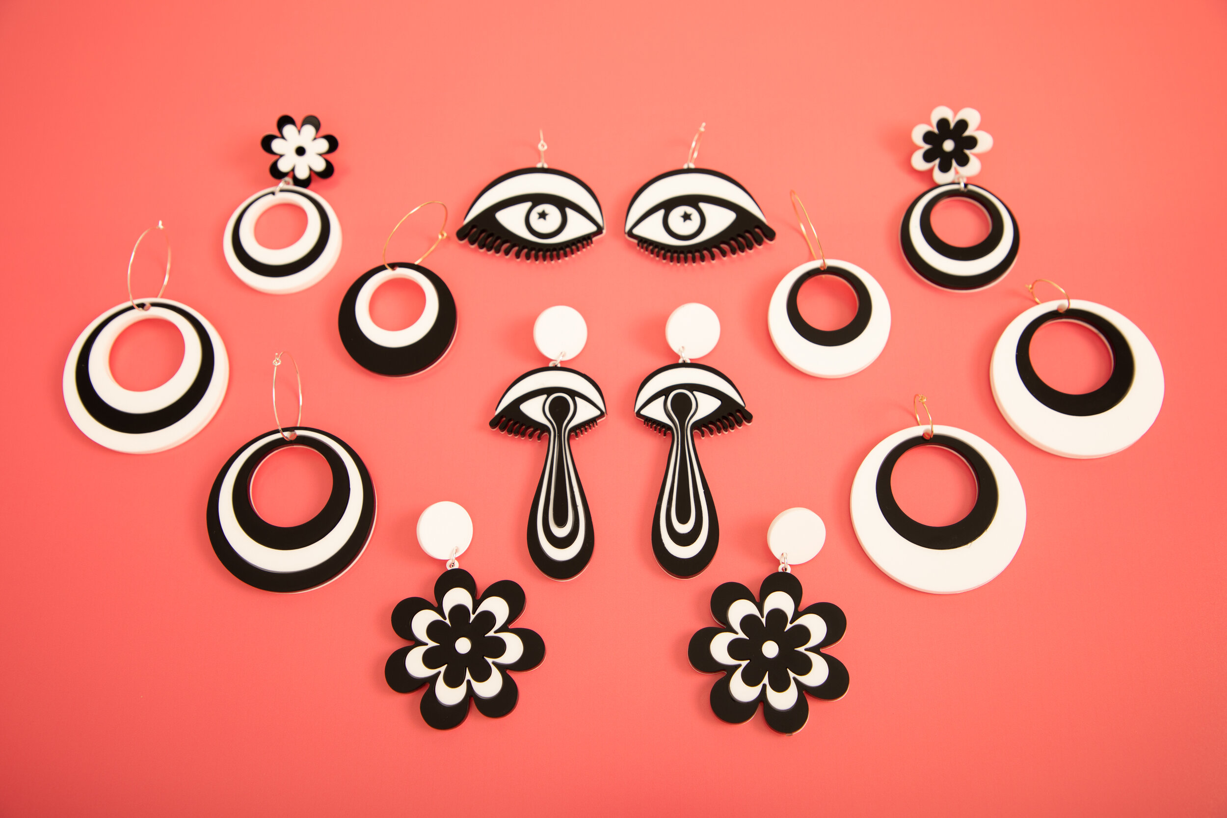 MindFlowers_Black_White_Eye_Oh_Mod_Candy_Daisy_Earrings.jpg