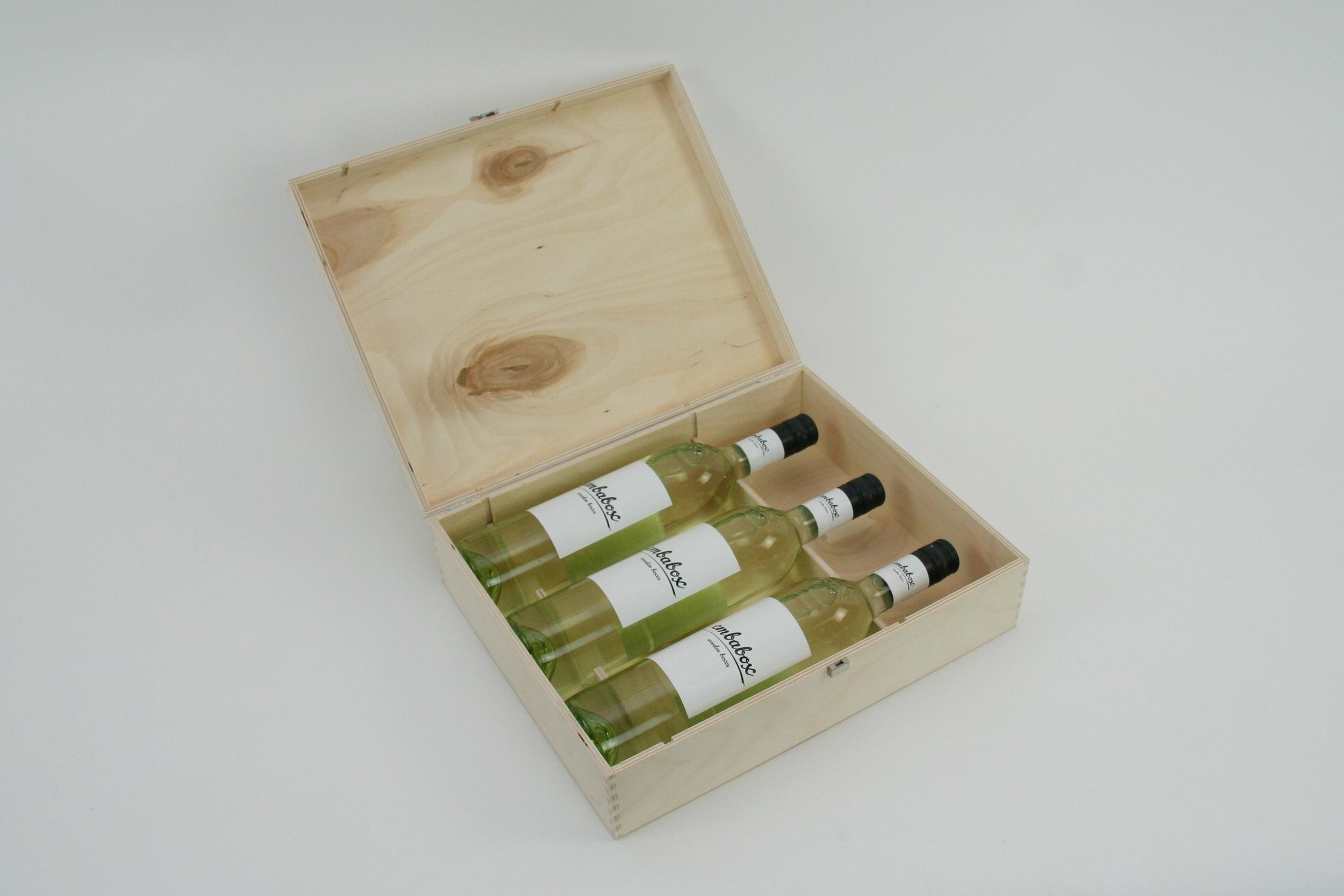 Weinbox mit Flaschenhalterung in Nut