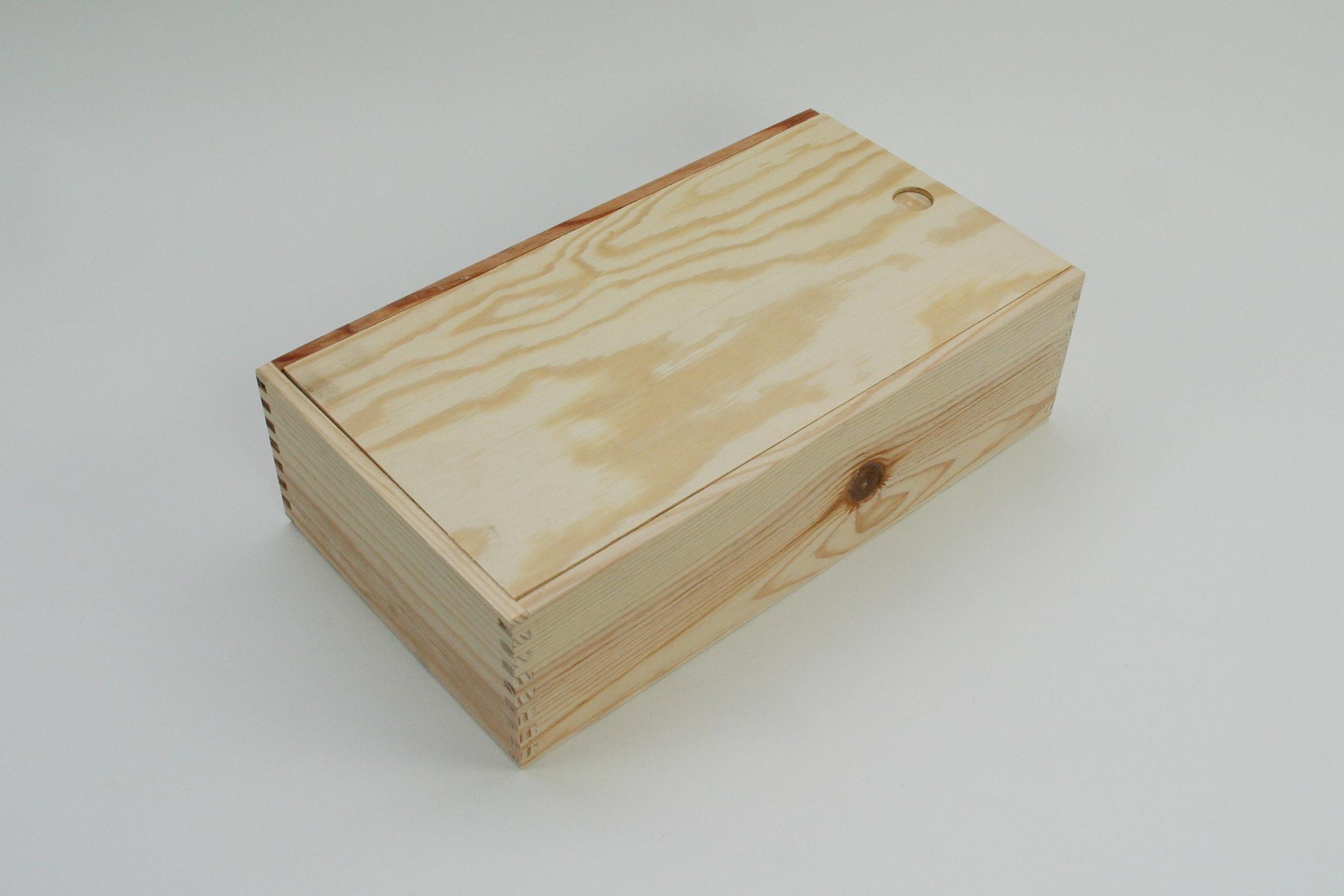 Holzkassette als Weinkiste