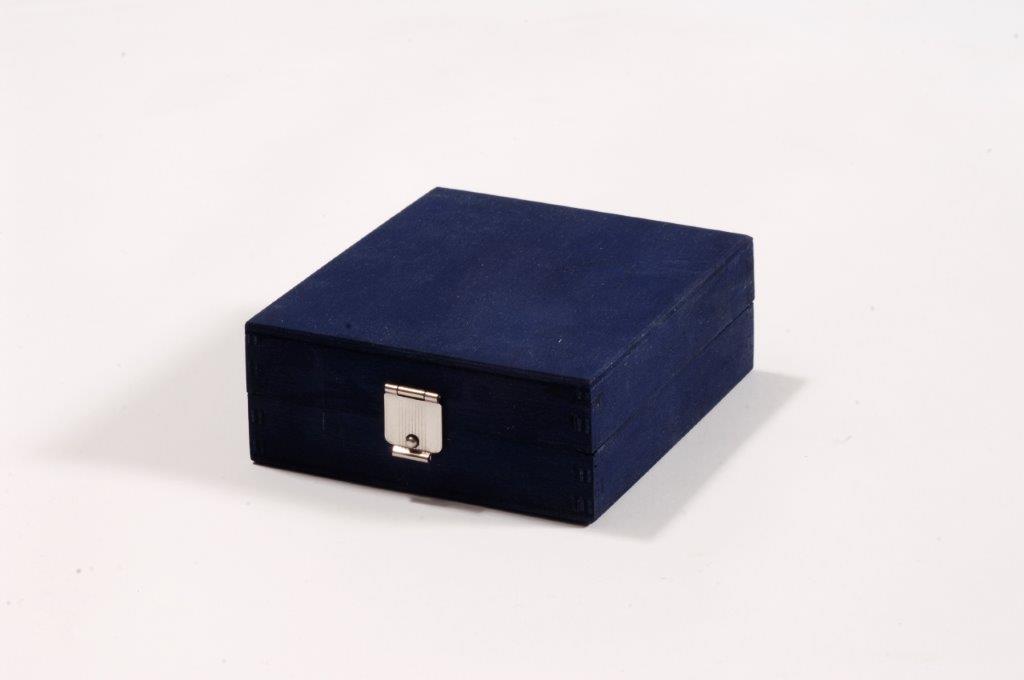 - Holzkiste mit vernickeltem Verschluss ohne Feder (silber)