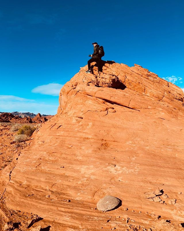 Just trying to find where we parked. 📷: @briannaontheweekend . . . . #valleyoffire #gramslayers #igtravel #roadtrippers #lonelyplanet #roadtrip #instagood #travel #natgeo #worldtravelbook #exploretocreate #travelstoke #theoutbound #exploreeverything #camplife #seekthesimplicity #travelphotography #vanlife #nationalparks #roadt #roadtripusa #visualsoflife #travelgram #peoplescreatives #havecamerawilltravel #travelphotography #instatravel #awakethesoul #optoutside #instago