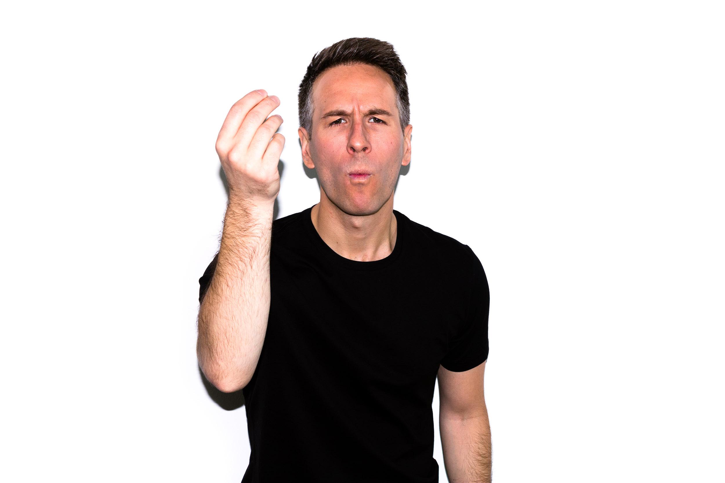 Hi!I'm Anthony LeDonne, the Candid Cook. - [don't laugh...]