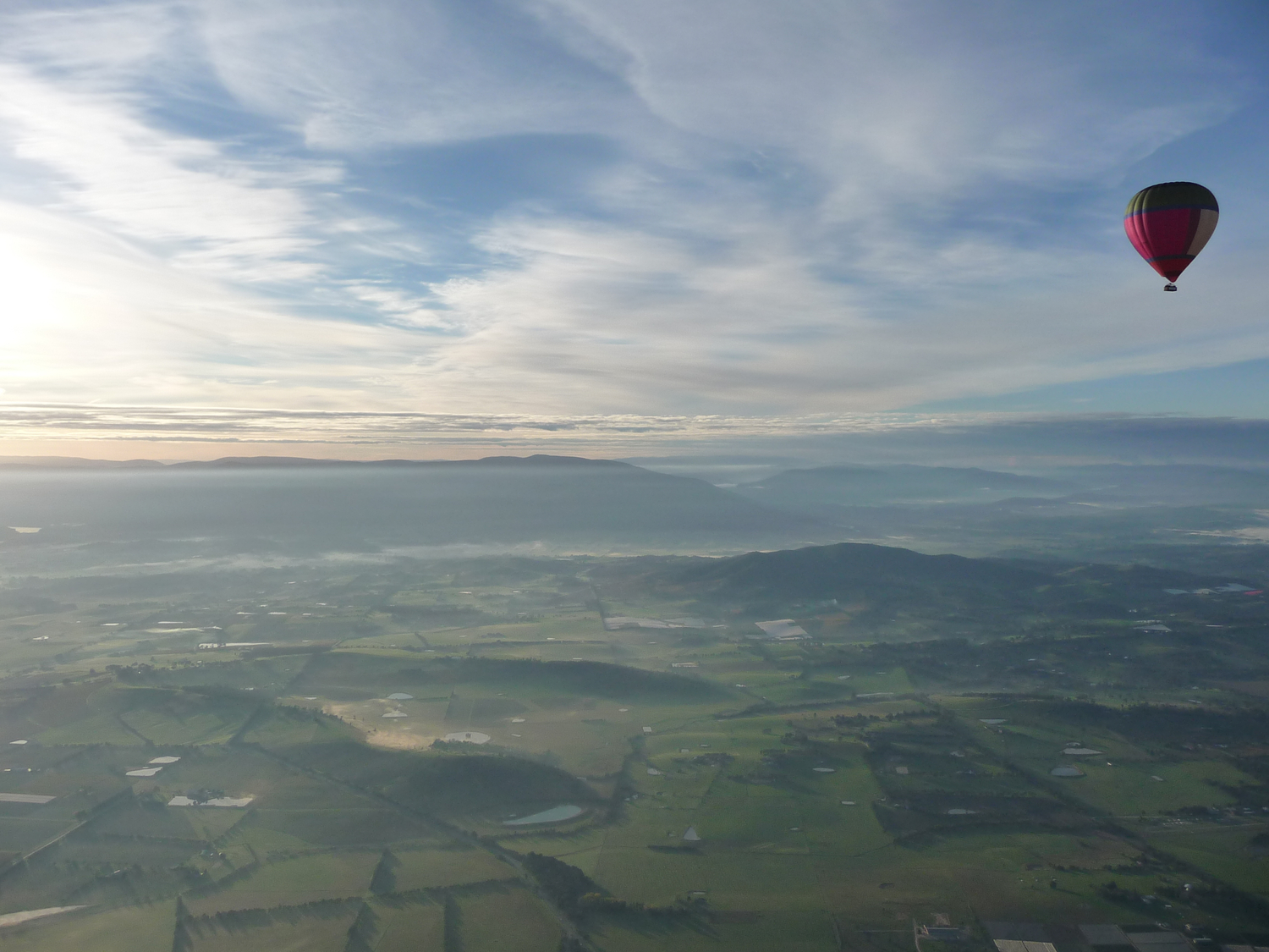Hot+air+balloon+over+Yarra+Valley.jpeg