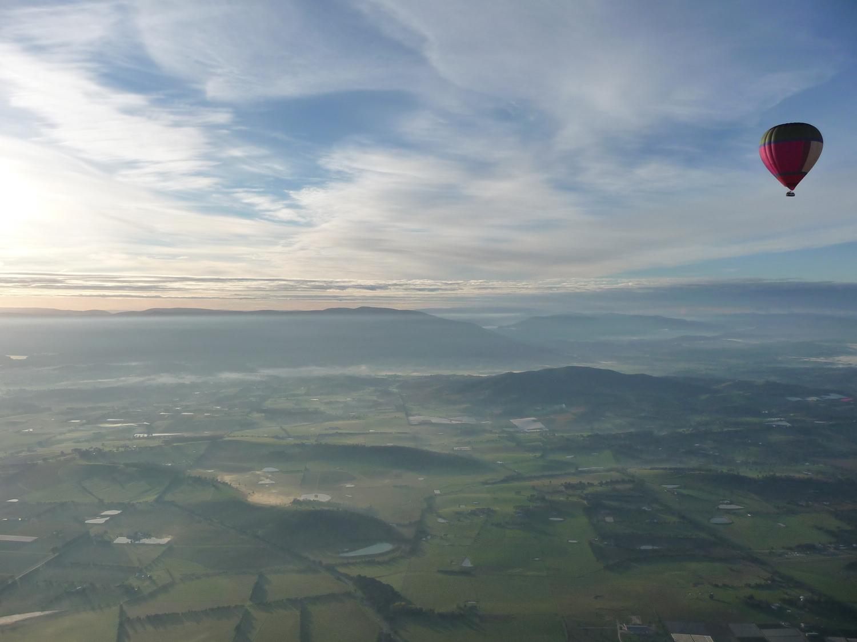 Hot+air+balloon+over+Yarra+Valley.jpeg
