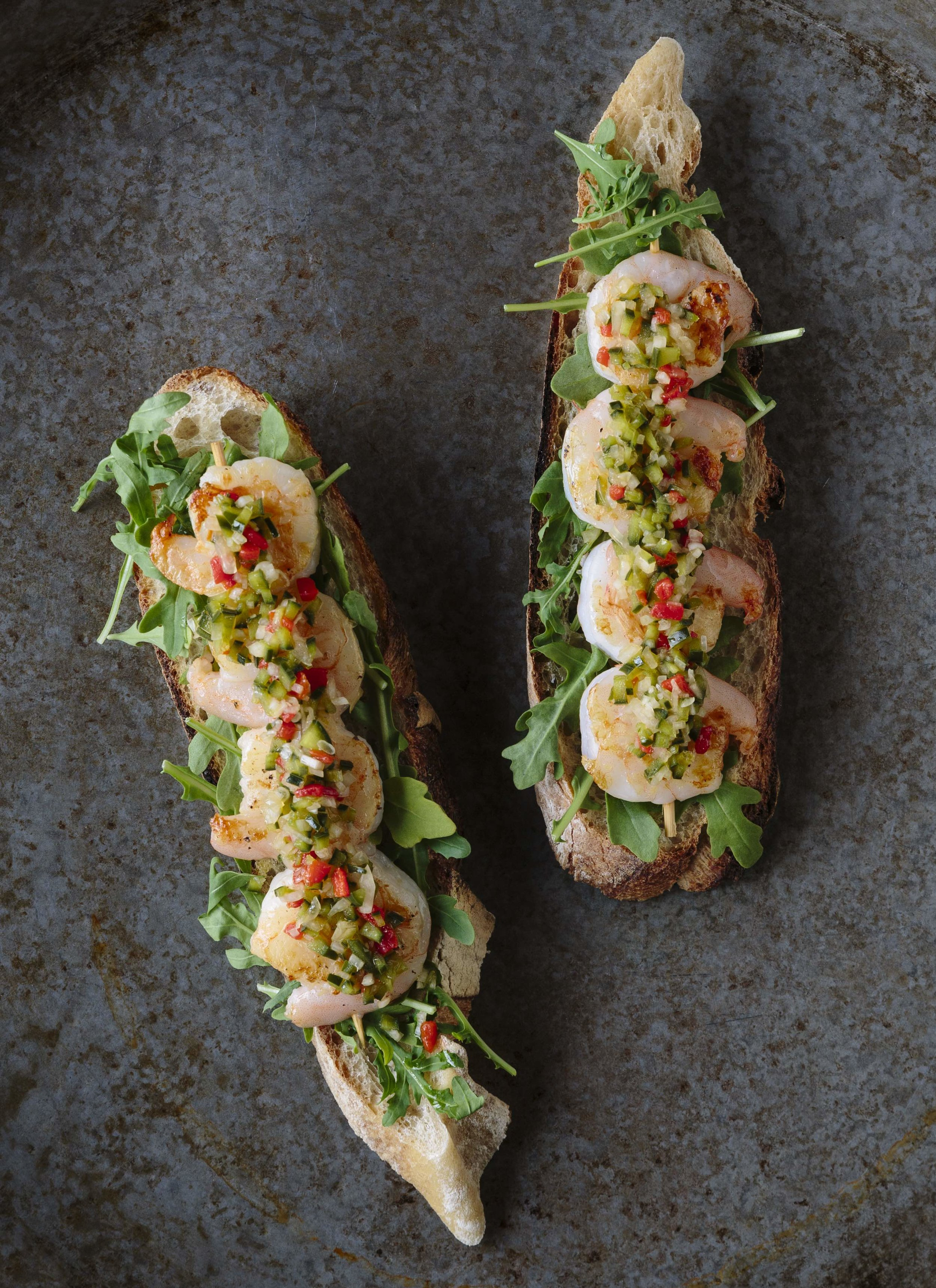 Flatbread with shrimp and toppings