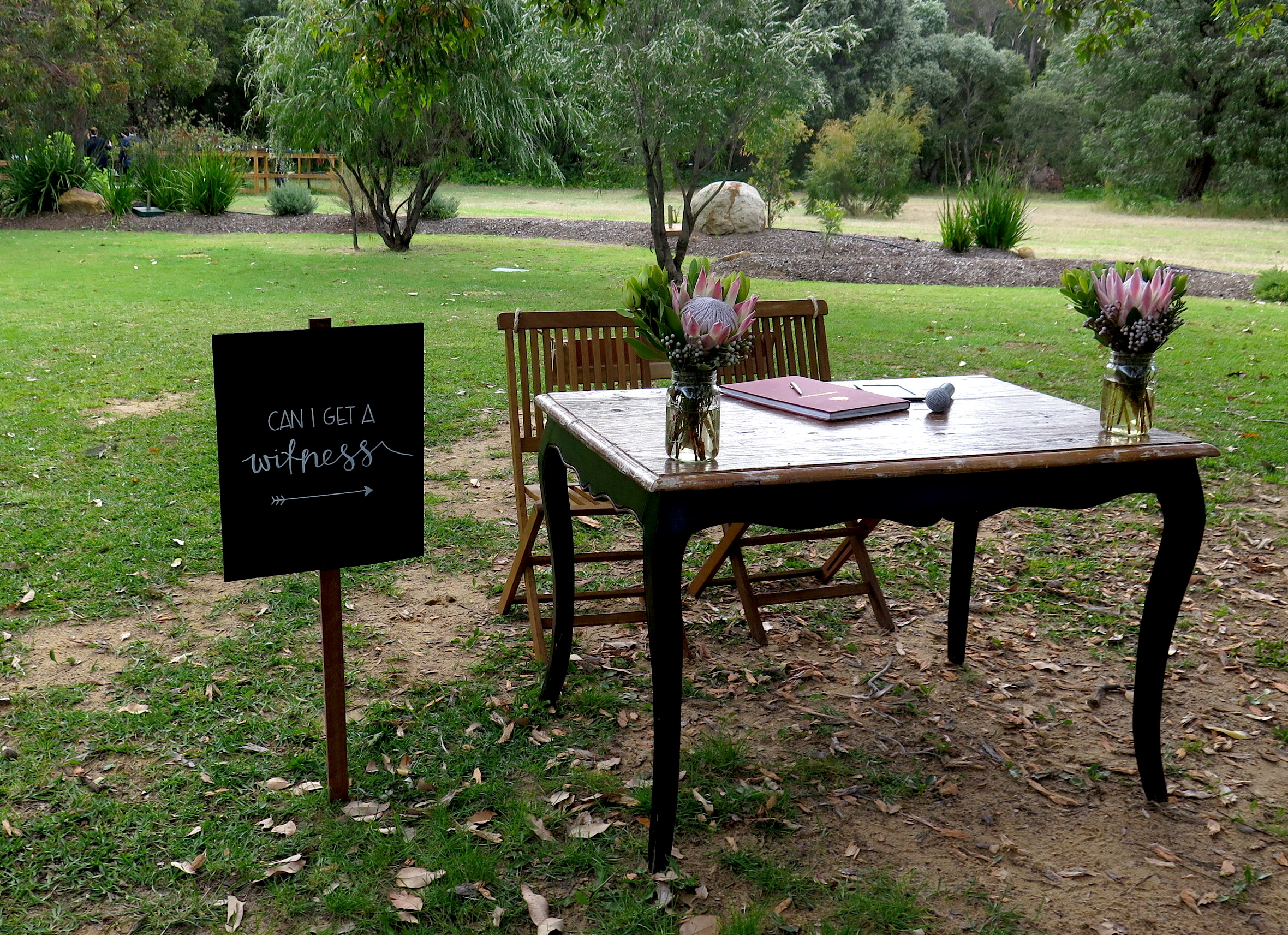byron bay celebrant signing table