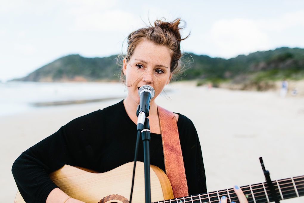 The lovely Stephanie Grace, a young musician from Sydney, has such a beautiful voice and Nina and Dan were so happy to have her – all of their guests were amazed by her talent.