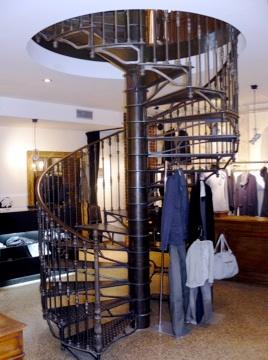 Magasin Loft design by... - Paris   Magasin Loft rue des des Franc Bourgeois - Escalier métallique