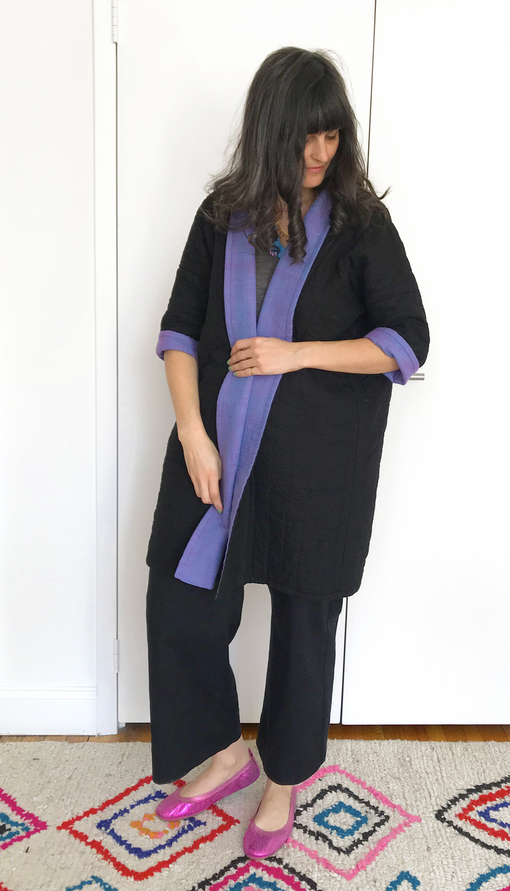 This side is solid black, but you can roll up the sleeves and fold back the collar for blue details.
