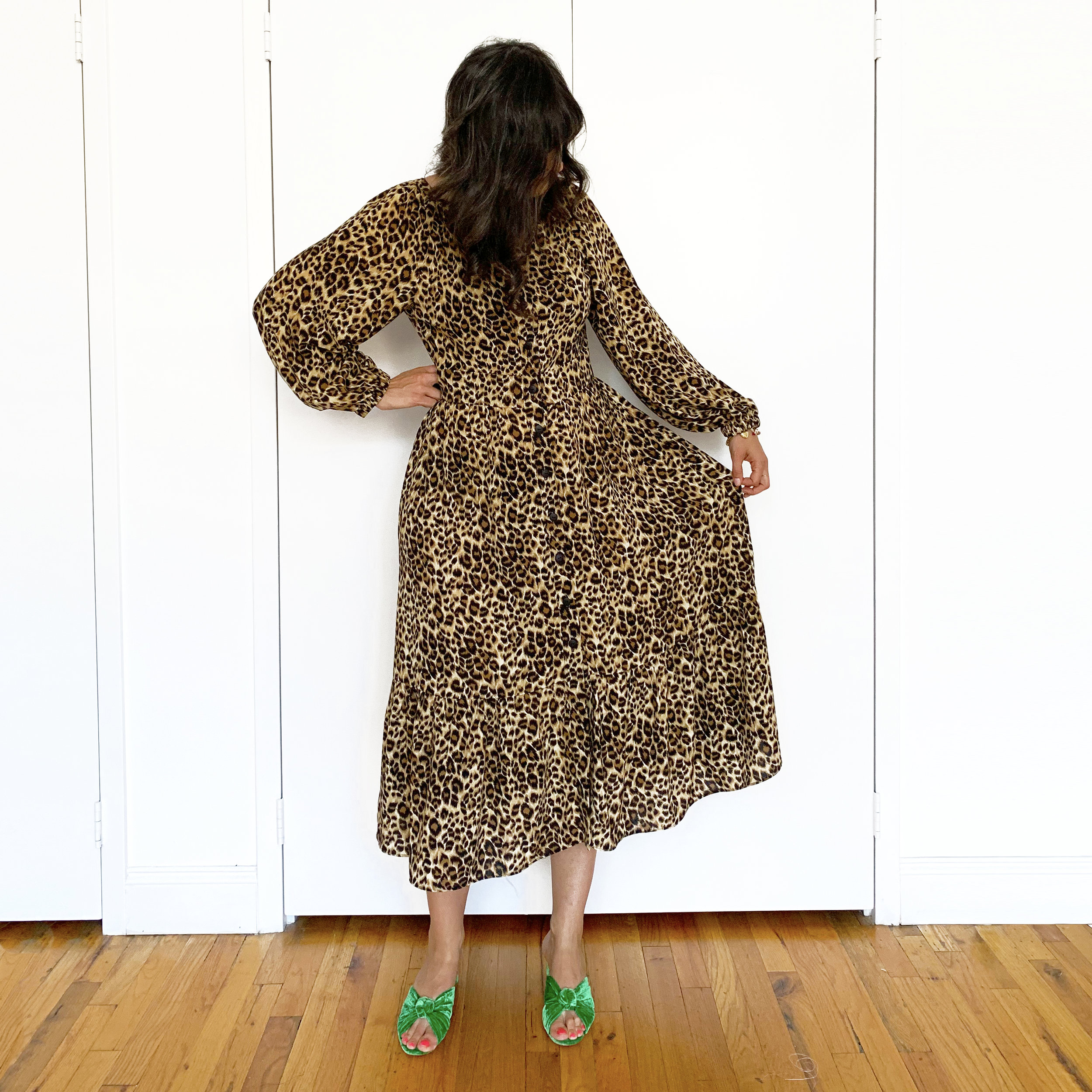 I like the dress without the belt, but I think wearing one helps break up the busy print.