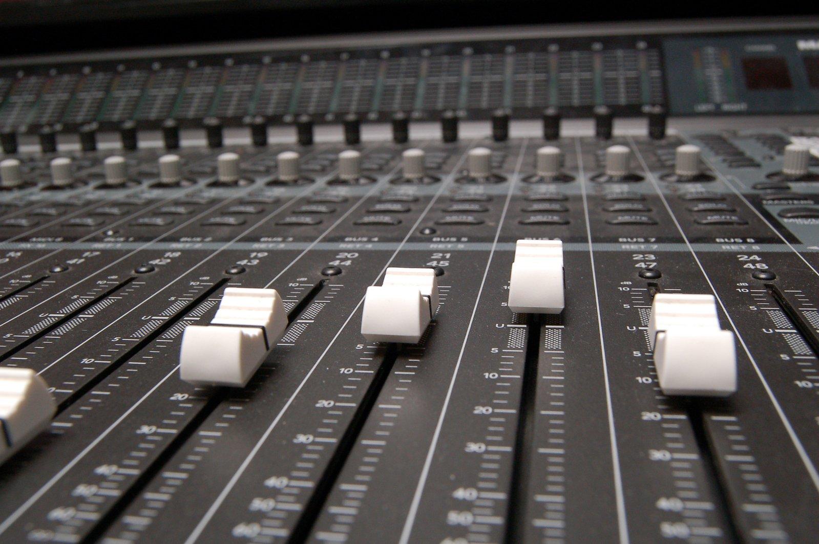 sound-mixer-1-1242558.jpg
