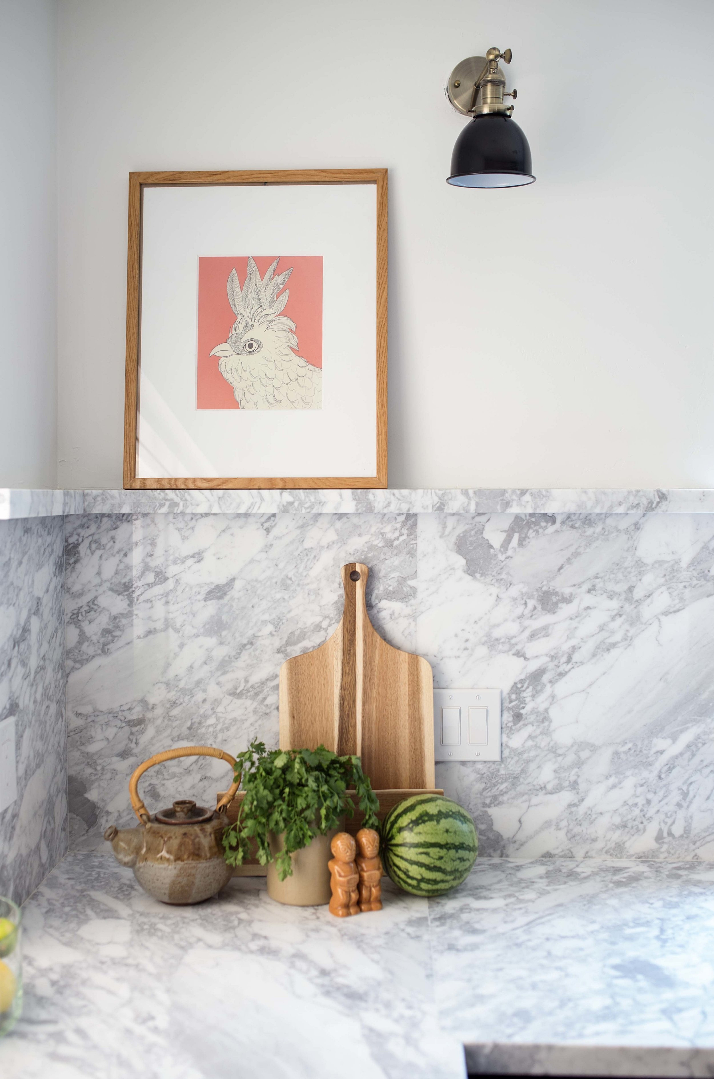 Marble curb backsplash