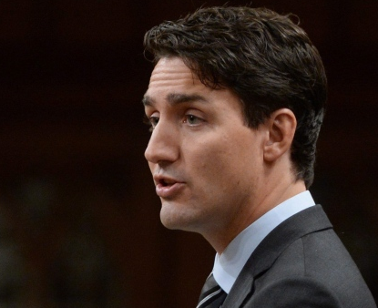 Prime Minister Trudeau delivers a speech at the start of the Paris climate agreement debate in the House of Commons Monday 3 October, announcing a 'floor' carbon price of $10 a tonne by 2018, and $50 a tonne by 2022. (Sean Kilpatrick/Canadian Press)
